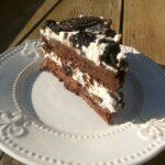 Шоколадова торта с Орео и вишни