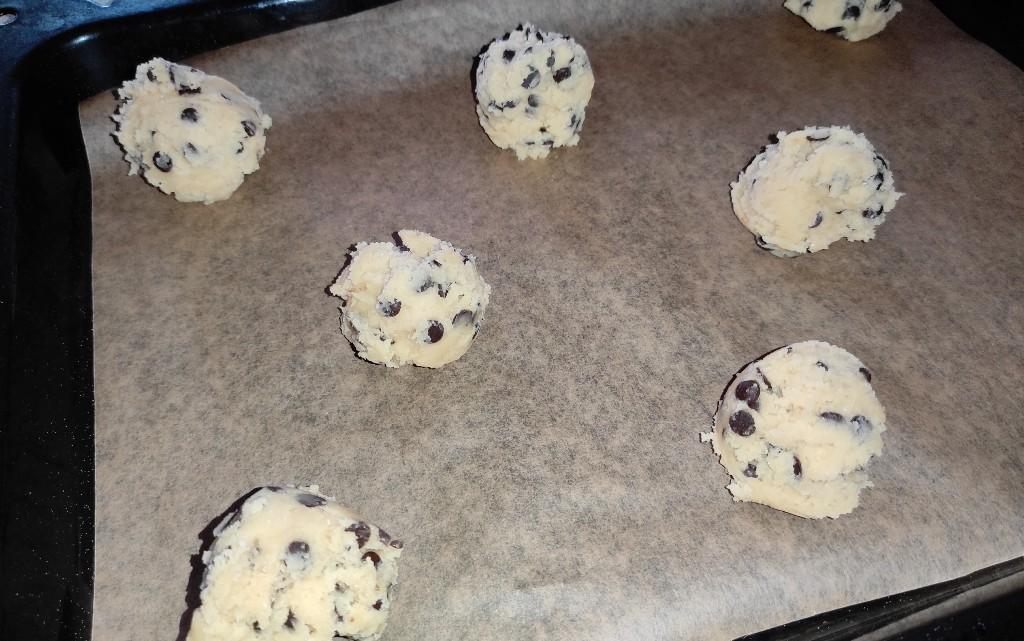 Ароматни бисквити с парченца шоколад