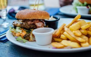 Пържолата и хамбургерът действат като опиат за мозъка