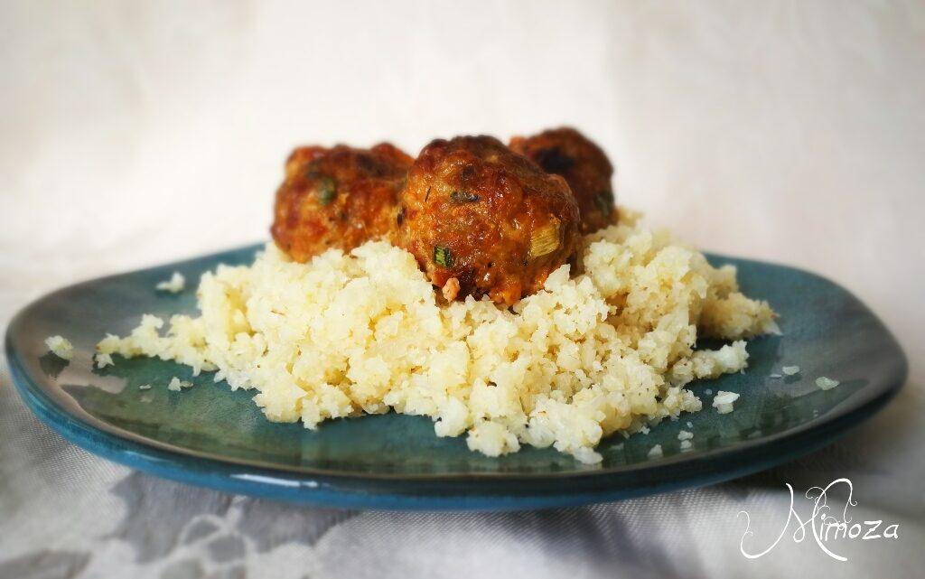 Печени кюфтенца с гарнитура от карфиолен ориз
