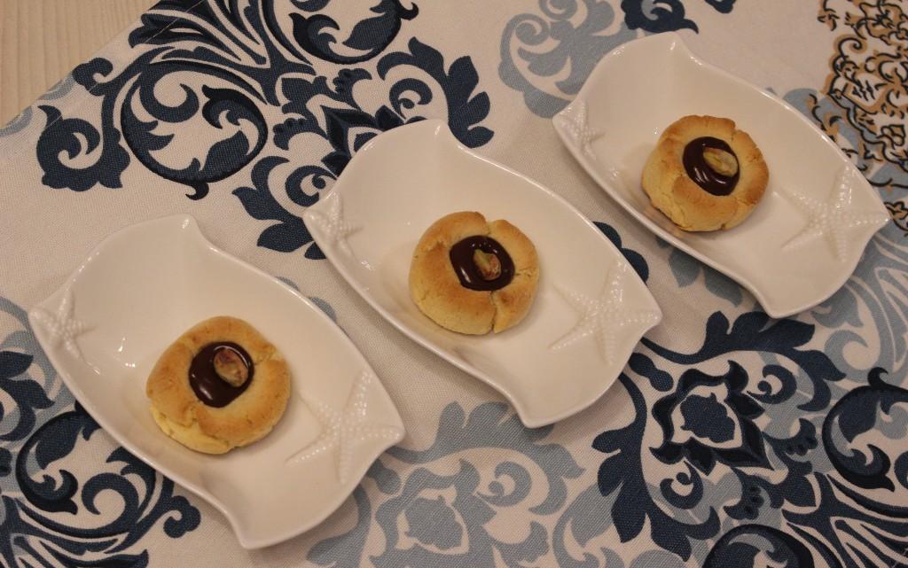 Ронливи сладки с шамфъстък