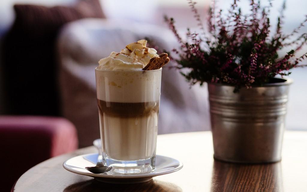 Капучино с ледени кубчета кафе