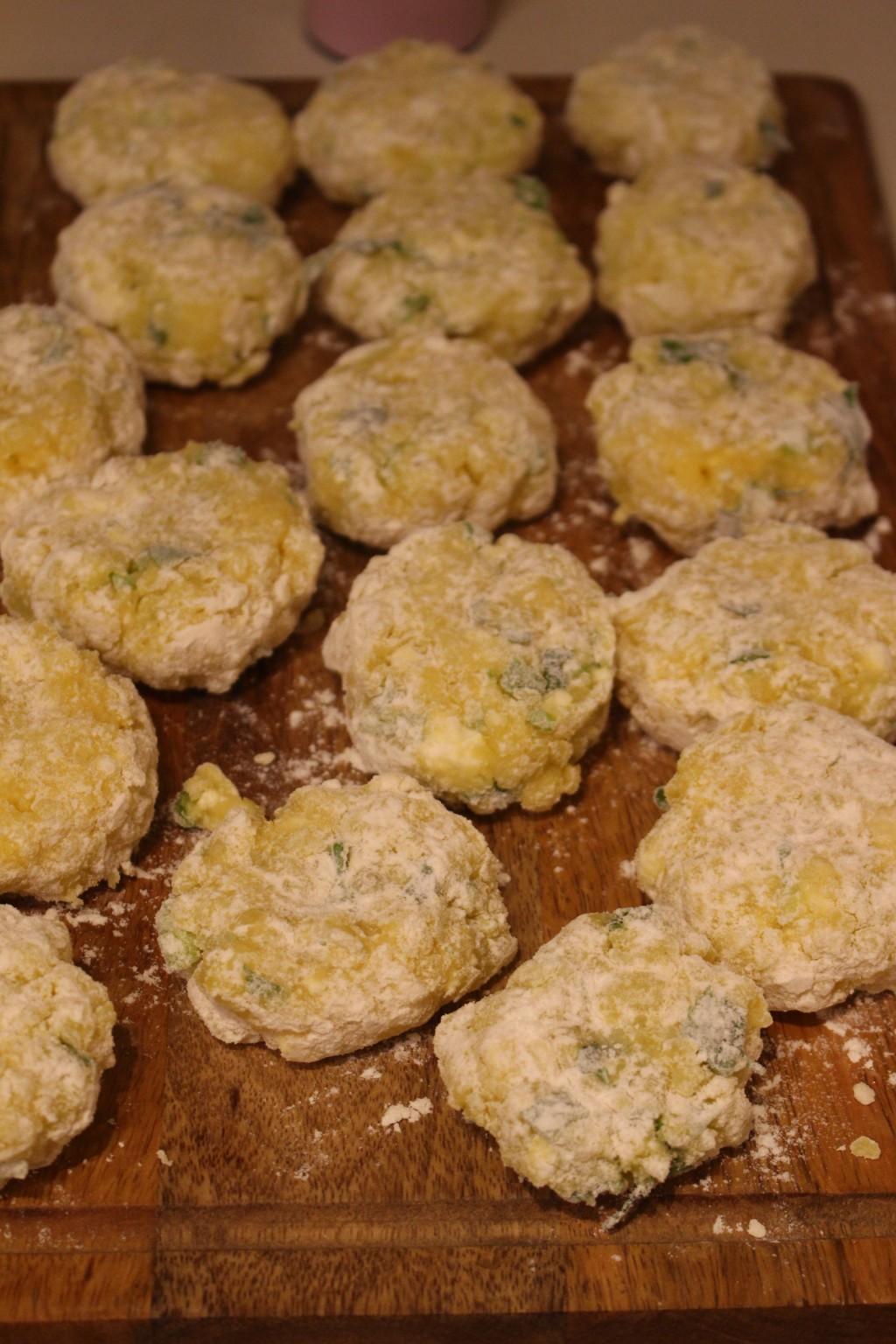 Картофени кюфтенца със сметанов сос