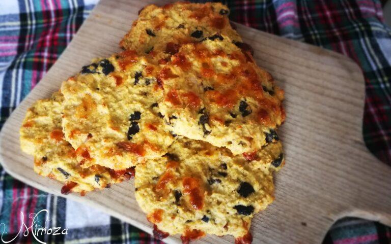 Големи солени бисквити с маслини