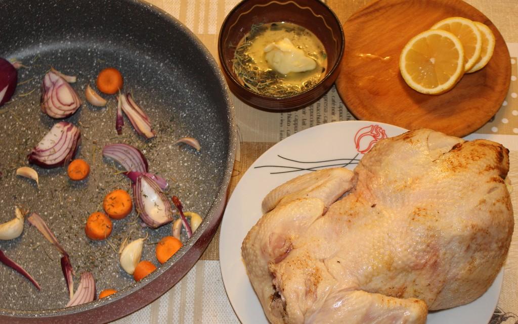 Сочно цяло пиле на фурна