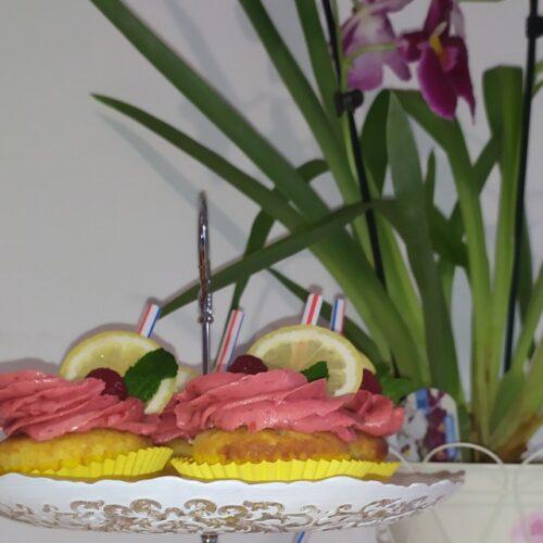 Лимонени кексчета с малинова глазура