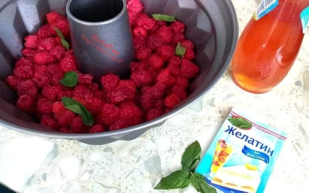 Панакота с желирани плодове