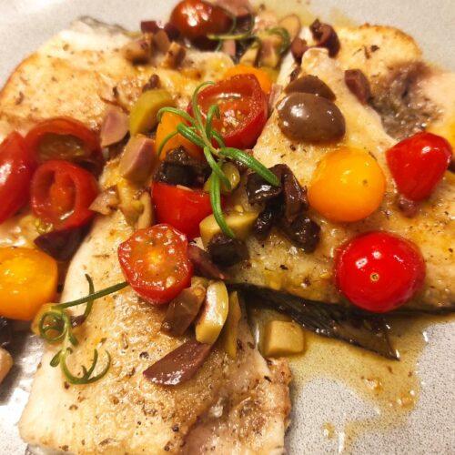 Риба с чери домати и маслини