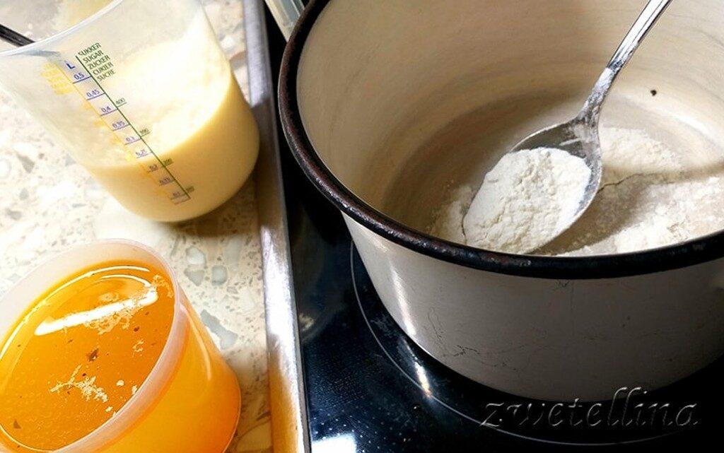 Пълнени чушки с кайма, ориз и сос