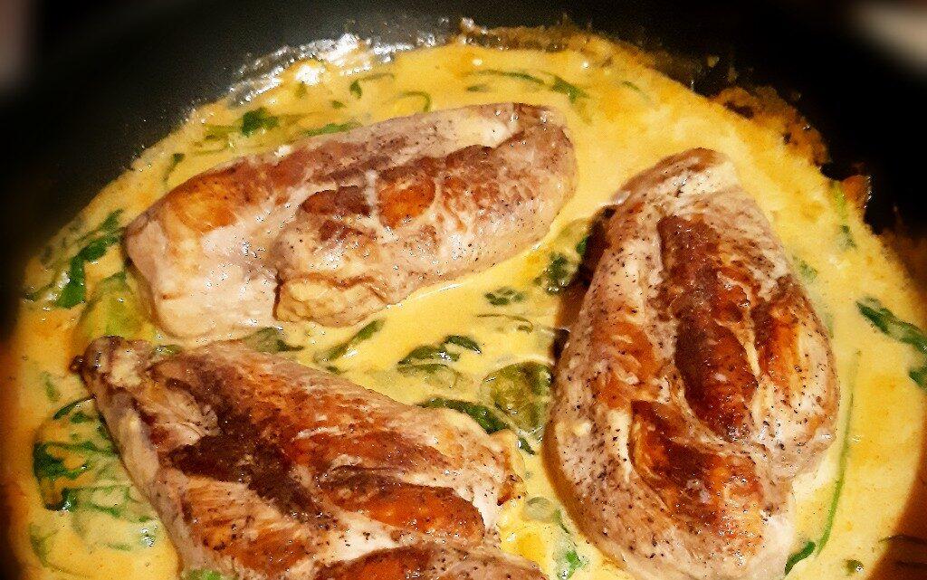 Пиле със спанак в сос паприка