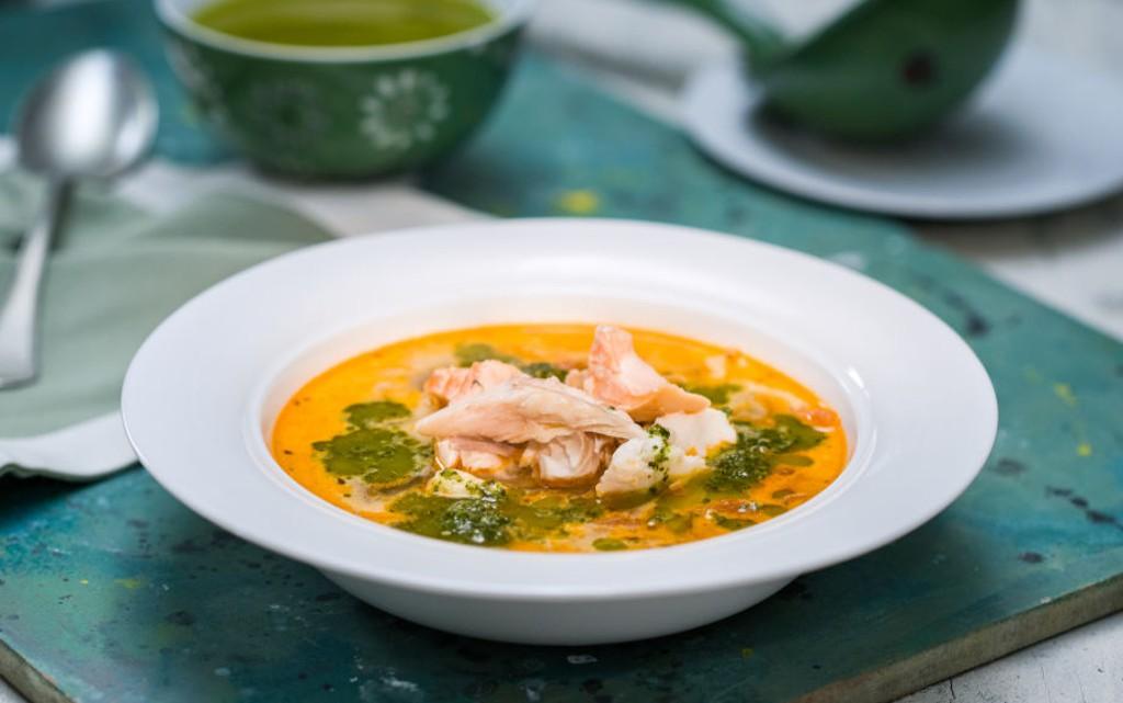 Рибена чорба със зелен сос